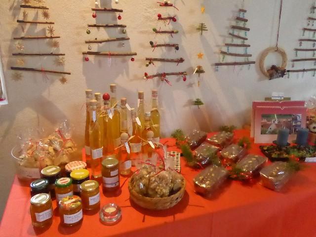 Adventscafé mit Adventsmarkt